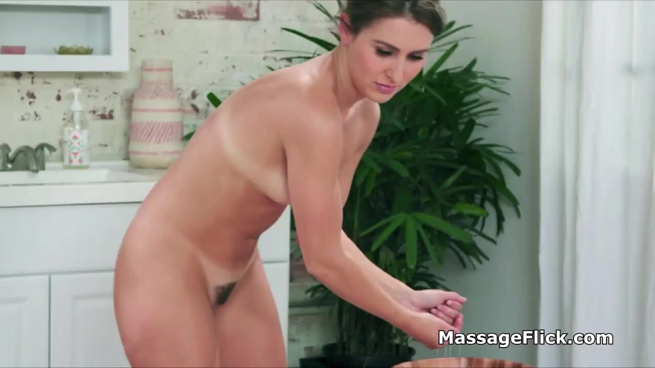 Lucky surfer riding oily masseuses pussy