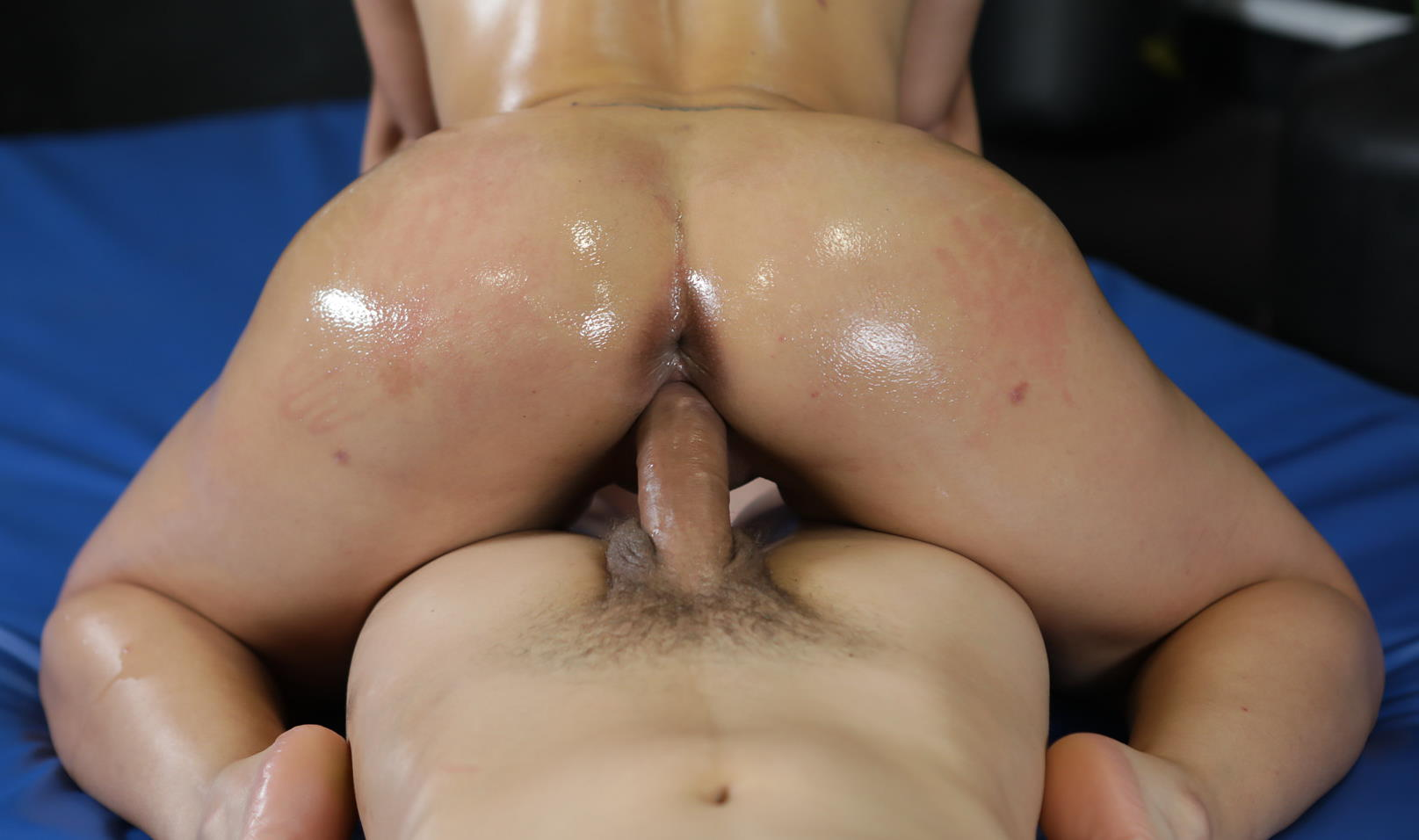 Banging brunettes fat oily ass at the gym