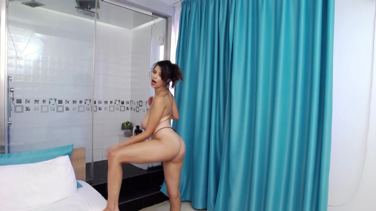 I like to play with my pussy after shower